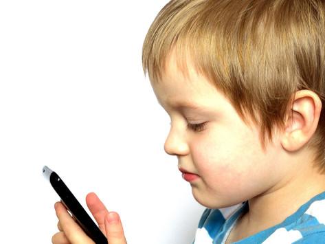 על ילדים ומסכים- איך הילדים יכולים להיתרם ממדיה דיגיטלית בצורה בטוחה.