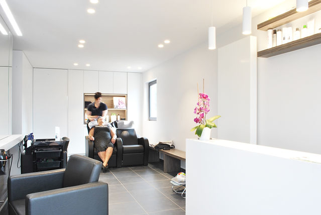 M-INT interieurarchitectuur renovatie van garage tot kapsalon