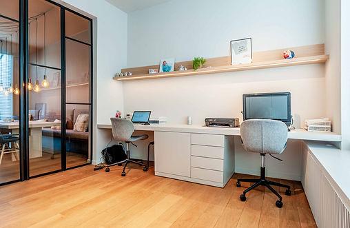 Ontwerp speelkamer met een bureau om van thuis uit te kunnen werken.