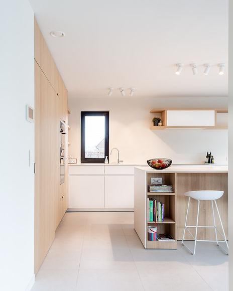 Ontwerp keuken: luchtig en fris, door tinten wit te combineren met hout