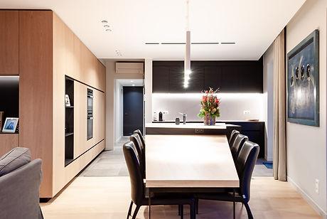 Ontwerp inrichting nieuwbouw appartement. Zicht op keuken.