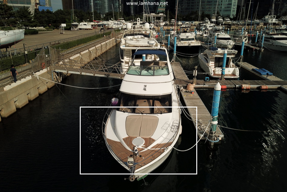 the front of the yacht, marked by a white square.
