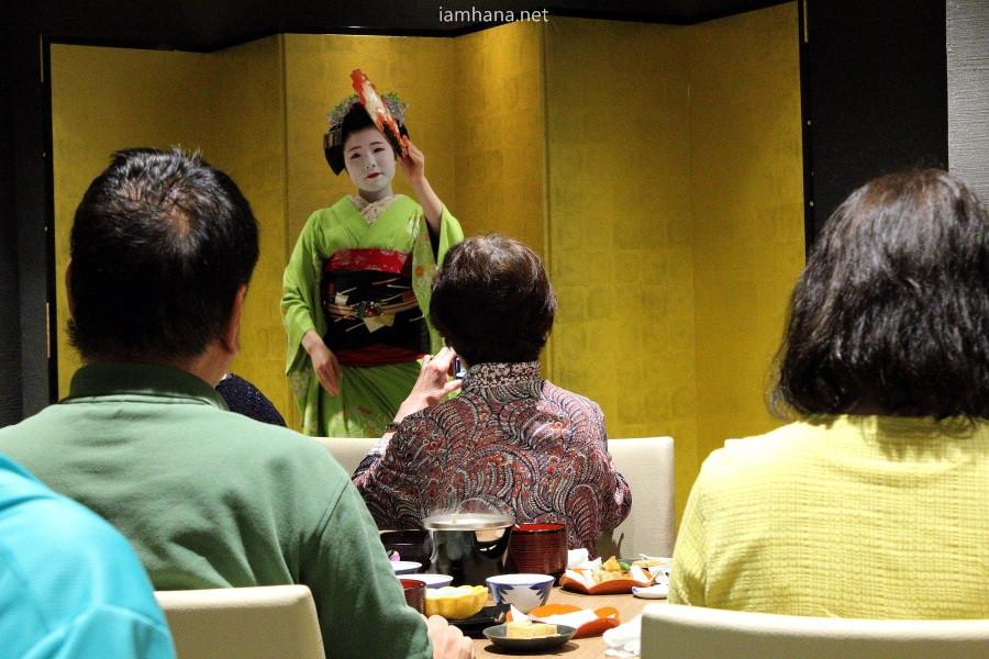 Maiko's performance