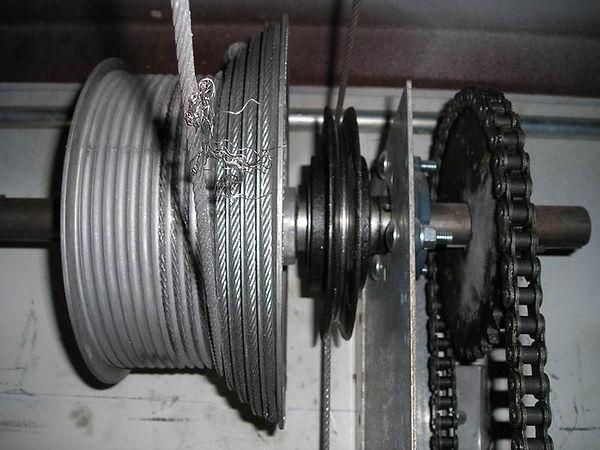 garage door broken cable.jpg