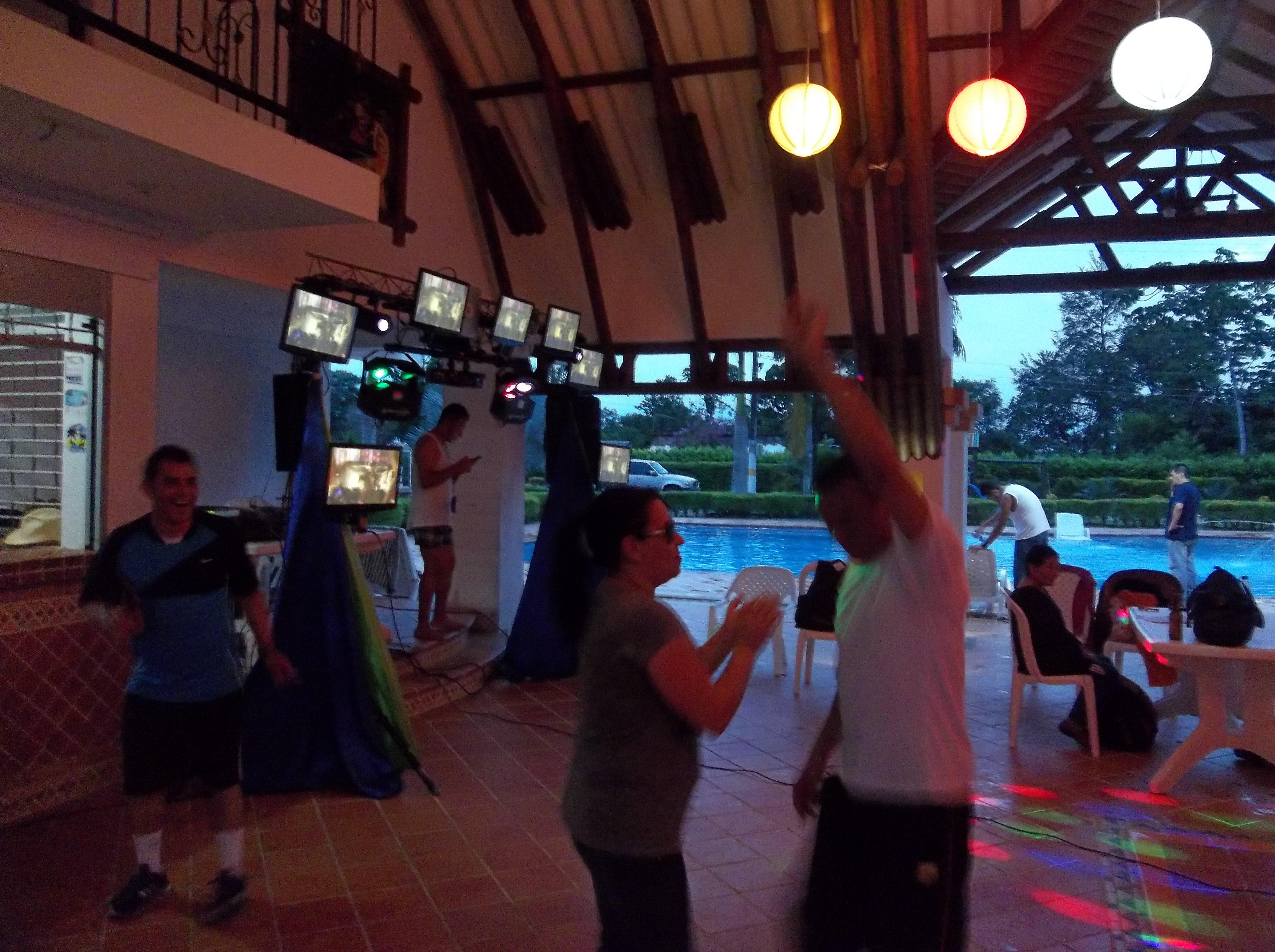 Alquiler de sonido luces y pantallas para fiestas y eventos 6