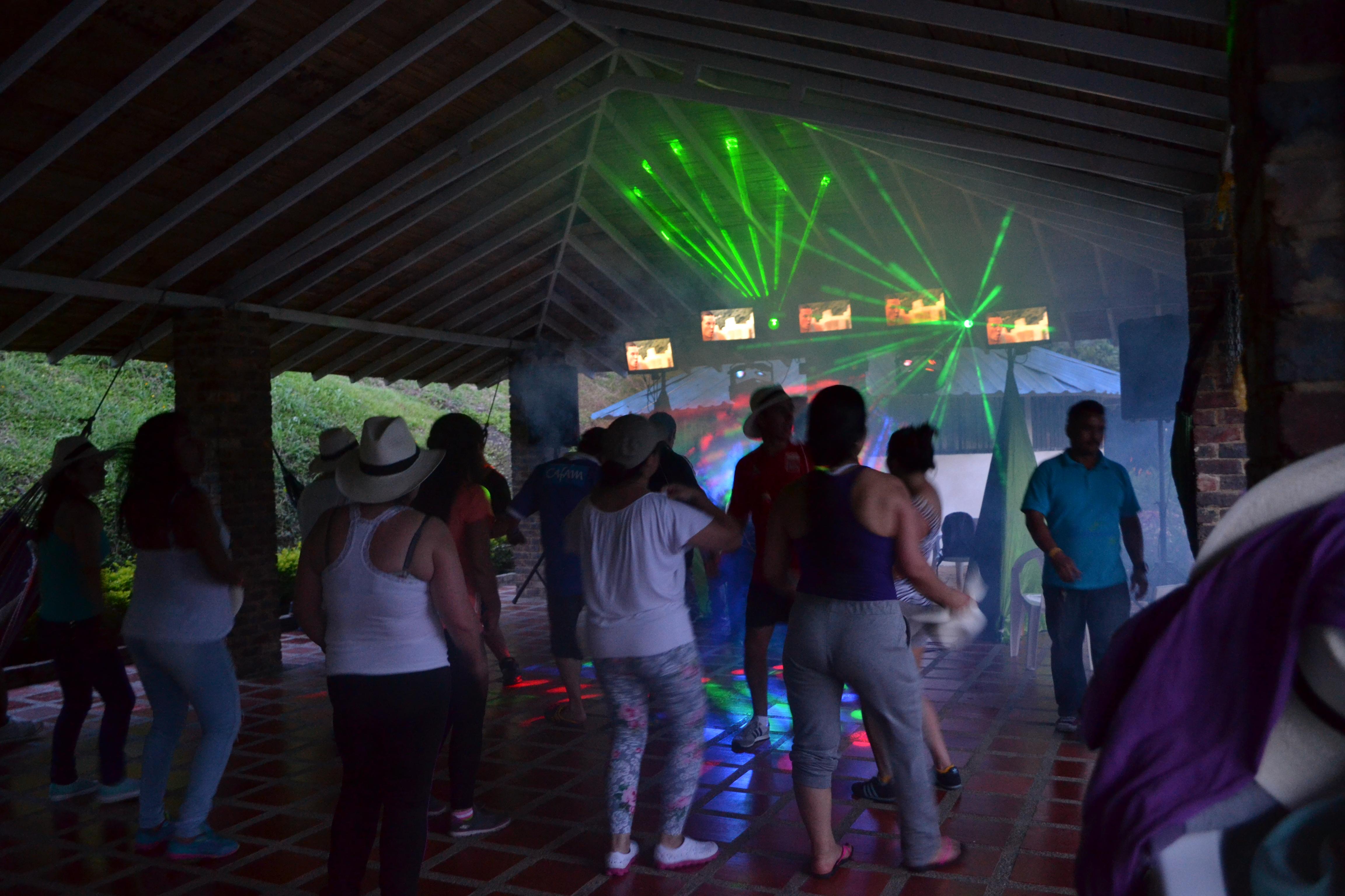 Alquiler de sonido luces y pantallas para fiestas y eventos 7