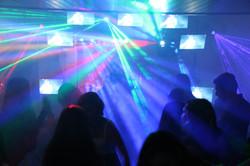 Alquiler de sonido luces y pantallas para fiestas y eventos 9