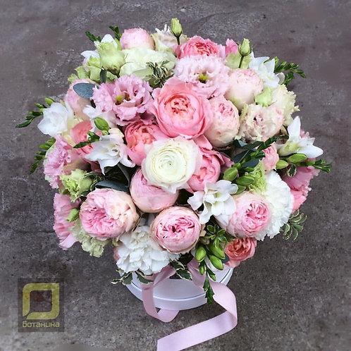 Нежный букет из пионовидных роз. 103.
