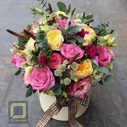 Яркий букет из пионовидных роз. 072