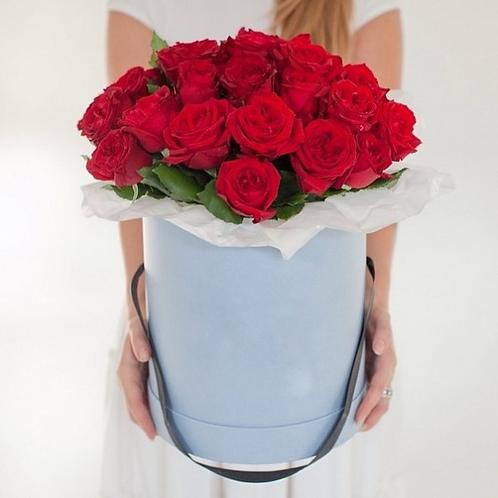 Красные розы в шляпной коробке. 007