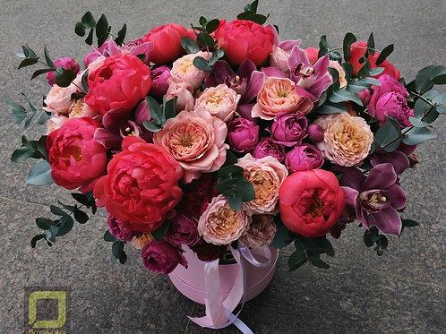 Букет с пионами и пионовидными розами. 119