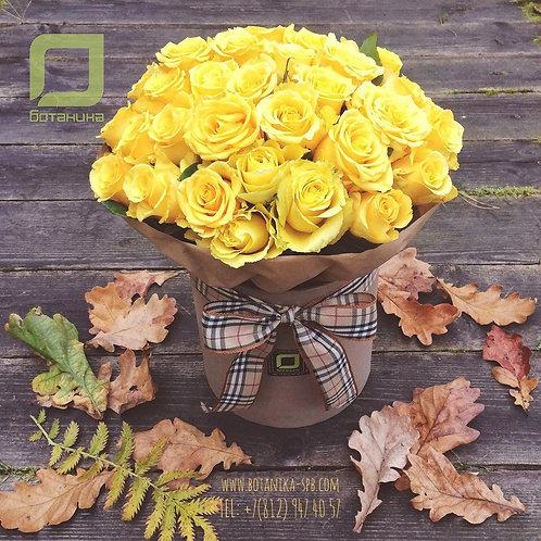 Яркий букет желтых роз в шляпной коробке. 016