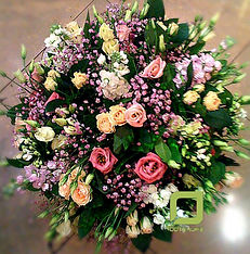 Полевой букет с эустомой, кустовой розой, 8 марта, женский день