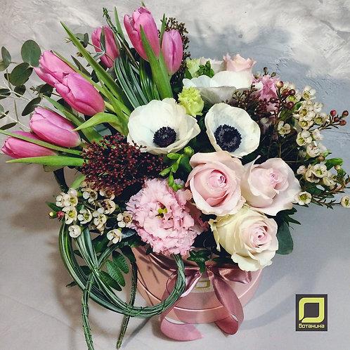 Ассиметричный букет с весенними цветами. 037