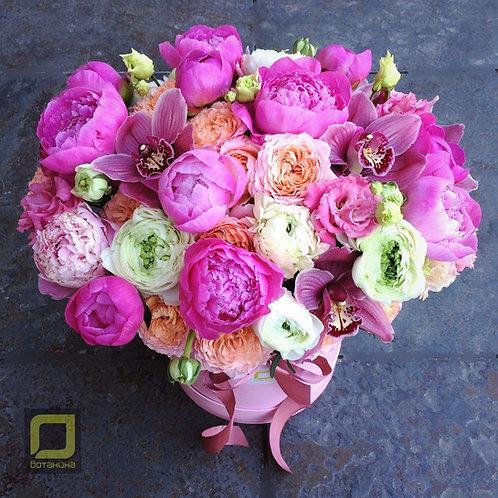 Большой букет с пионами и пионовидными розами. 136