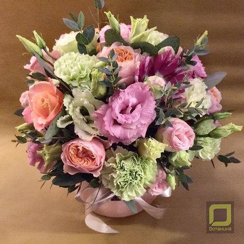 Нежный розово-зеленый букет в коробке. 074
