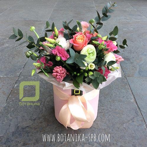 Букет цветов в розовых оттенках в шляпной коробке. 003