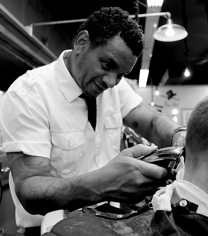 Barber-Haircut-Hairdresser-Man-Salon-Cli