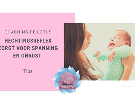 De hechtingsreflex maakt je kind gespannen en onrustig.