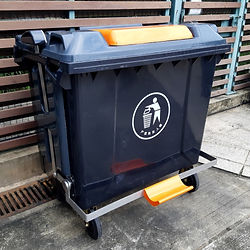 garbage-can-12-sq.jpg