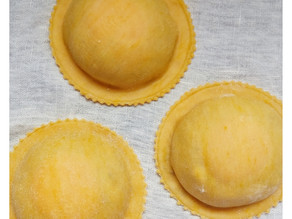 how to cook the egg yolk raviolo