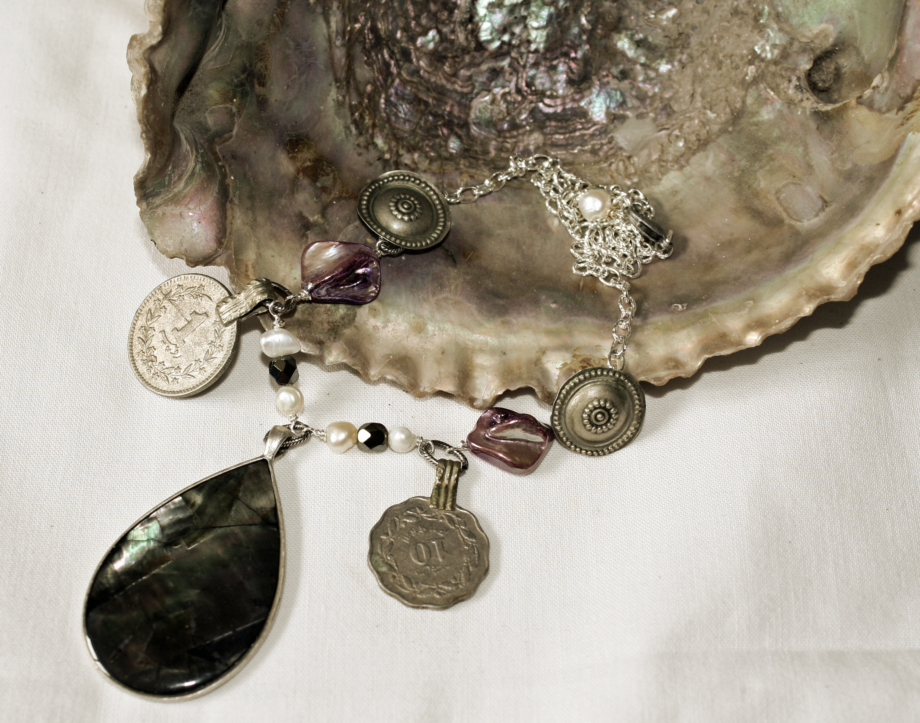 mermaids treasure II necklace
