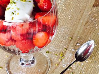 Glace au yaourt,fraises à la fleur d'oranger