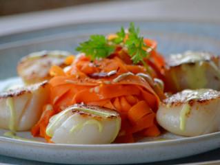 Noix de Saint-Jacques au Champagne, tagliatelle de carottes au jambon Pata Negra  (Réveillon léger)
