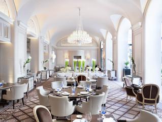 Le George V à Paris offre trois restaurants et 5 étoiles Michelin.