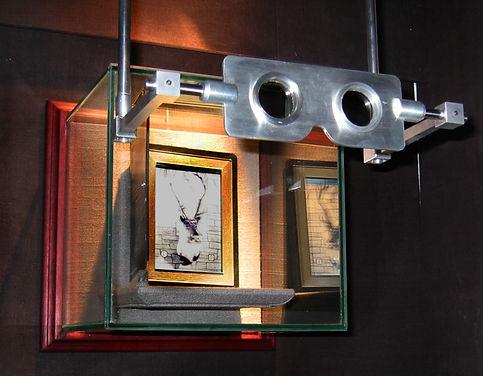 2002 Dec Vectograph exhibit display of e