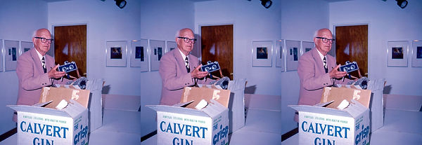 1985_Seton_Rochwite_donating_his_Realist