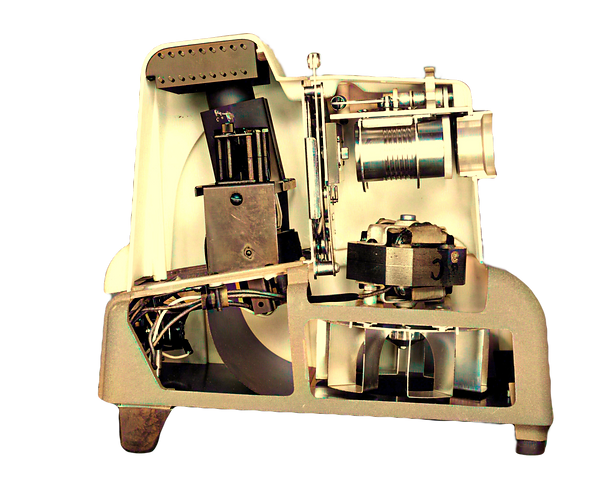 VM Stereo-Matic 500 cut-away projector 4 - Colorized_edited.png