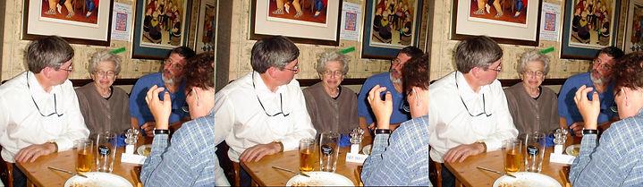 2005_Vivian_Walworth_with_friends_at_Pub