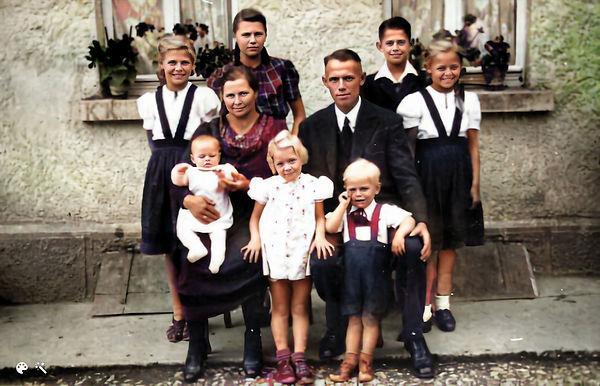 Kurz family in Germany_hi_resai-Colorized-Enhanced.jpg