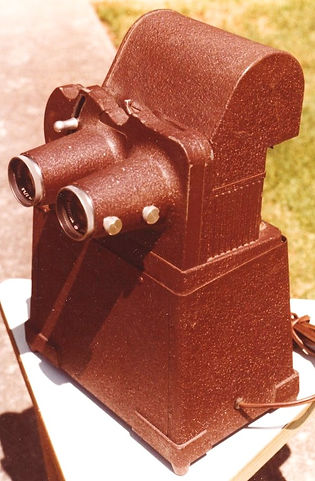 1978_View-Master_stereo_prototype_projector_designed_by_Karl_Kurz_by_Marilyn_Felling_3_edi