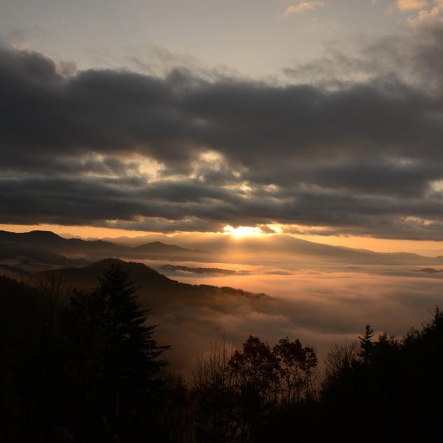 2019年入選 輝く雲上の山々