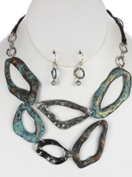 HAMMERED CUTOUT METAL LAYERED BIB NECKLACE AND EARRING SET