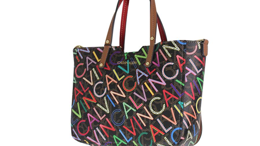 Calvin Klein bolsa negra con letras de colores