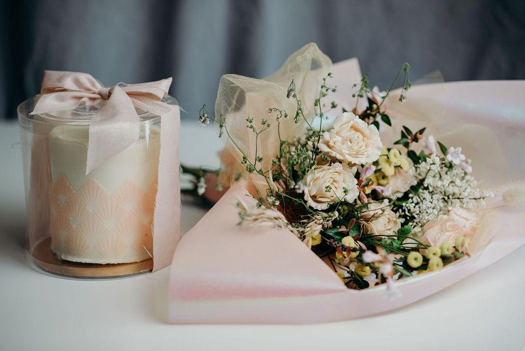 Mini Cake & Flowers