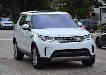 range-rover-discovery-5342852_1920.jpg