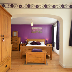 Bedroom suite with arch