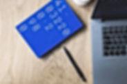 Computadora portátil y cuaderno