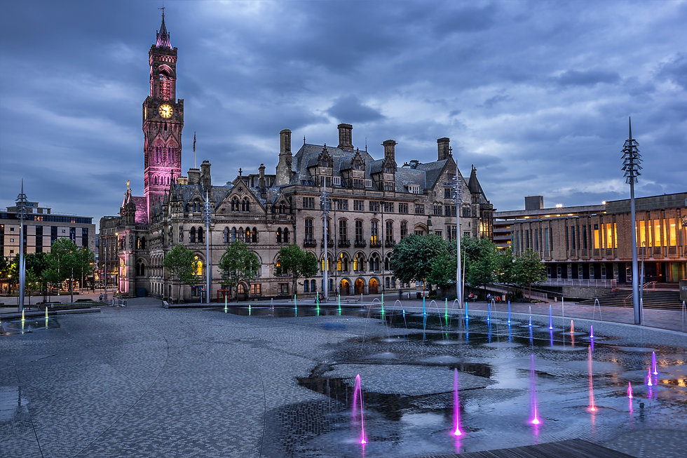 Bradford city Hall in City Park a town i