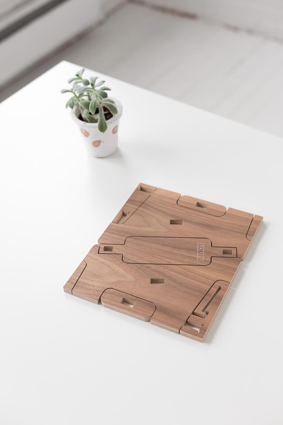 Louis-Walnut-Puzzle.jpg