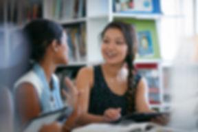 Compagni di classe nella libreria