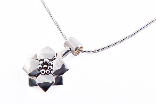 Yorkshire rose short pendant