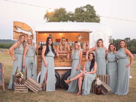 5 REASONS WHY MOBILE BAR HIRE IS ESSENTIAL FOR YOUR WEDDING