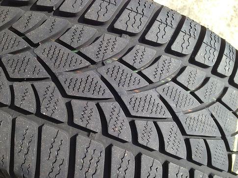winter-tyre-1342875_1920_edited.jpg