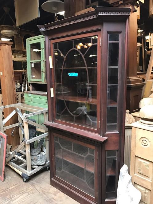 Antique corner china cabinet. Mahogany wood 84