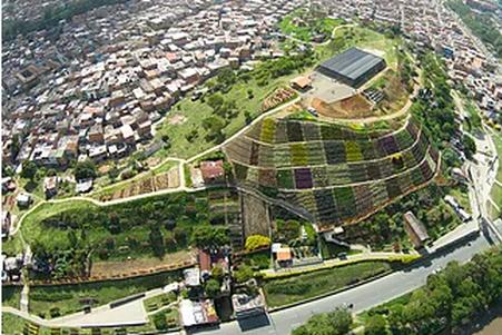 Restauración Socio-Ambiental en Moravia, Medellín, Colombia